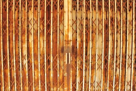 rust red: Antigua puerta de hierro que se usa para el rojo �xido Llenado Foto de archivo