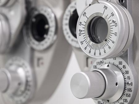 examenes de laboratorio: Dioptr�a optometrista en un laboratorio  Foto de archivo