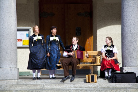 zermatt: Band of swiss musicians playing in Zermatt streets