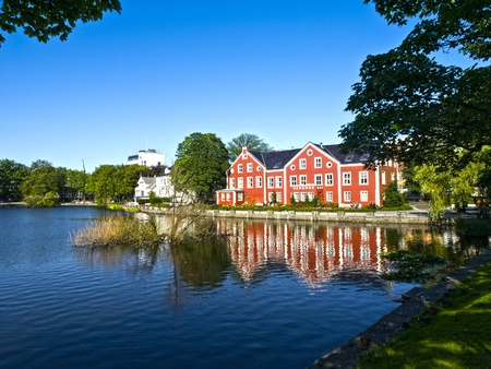 scandinavian peninsula: Stavanger has several beautiful lakes, which are popular recreation areas. Breiavatnet is located in the heart of Stavanger, while Mosvatnet and Stokkavatnet are situated right outside.