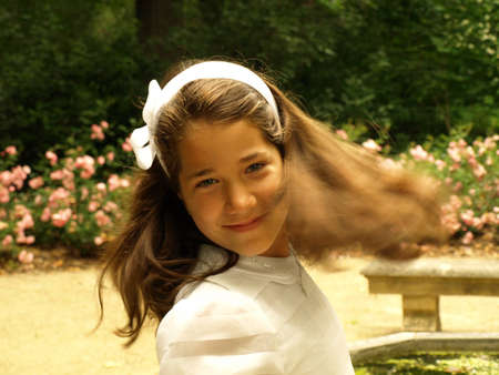 Belle fille dans sa communion premier jour photo