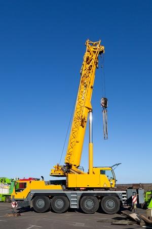 camion grua: Camión Grúa amarilla en servicio