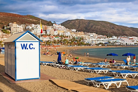 las vistas: Los Cristianos Beach, Tenerife, Canary Islands, Spain Editorial