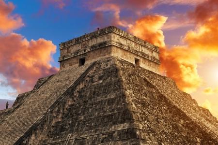 サイト メキシコ チチェン ・ イツァでククルカンのピラミッド