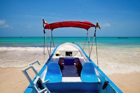 mayan riviera: Yacht moored in Playa Paraiso, Mayan Riviera, Mexico