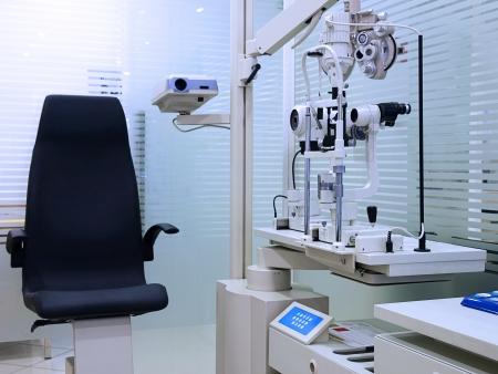 Optometrista habitaciones con equipos profesionales Foto de archivo