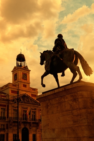 sol: Sunset in Puerta del Sol, Madrid with Casa de Correos at the left and the equestrian statue of Carlos III at the right Stock Photo