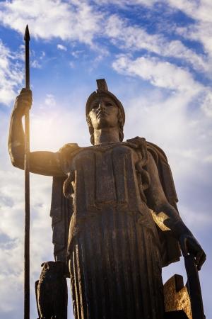 Minerva Estatua en la cubierta superior del Círculo de Bellas Artes de construcción, Madrid Foto de archivo