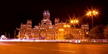 Plaza de Cibeles en la noche en Madrid, España