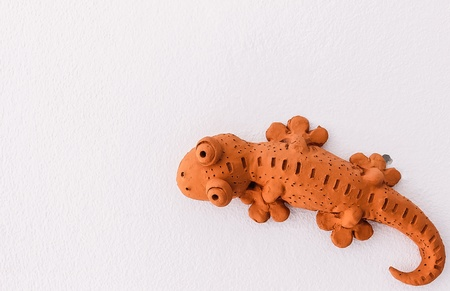 rest room: Creation idea, sculpture of gecko on rest room wall