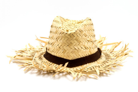 白い背景に分離した麦わら帽子