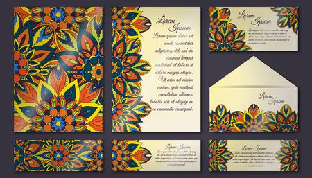 Colección de tarjetas de invitación, patrón floral delicado. Elementos decorativos vintage. Fondo dibujado a mano. Islam, árabe, indio, motivos de otomano