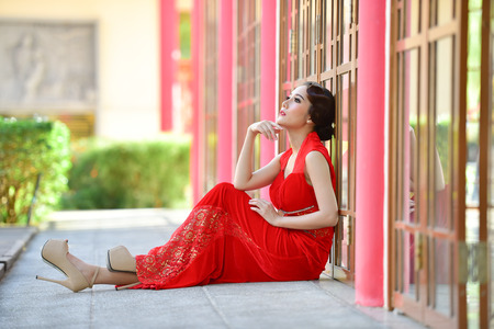 wedding customs: Chinese girl dressed in red tourism.