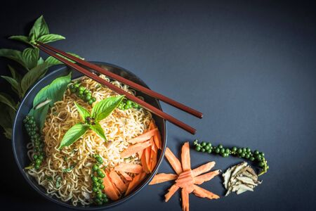 drunken: drunken noodles  Mama drunken noodles on table Stock Photo