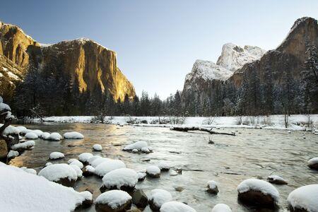valley view: Yosemite National Park in inverno Valley View Archivio Fotografico