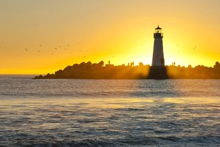 Windsurf und Silhouette Leuchtturm
