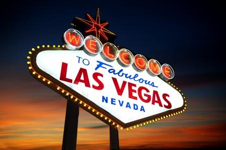 vegas strip: Welcome to Las Vegas sign at night
