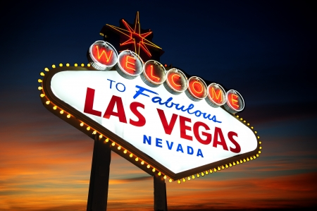 las vegas  nevada: Welcome to Las Vegas sign at night