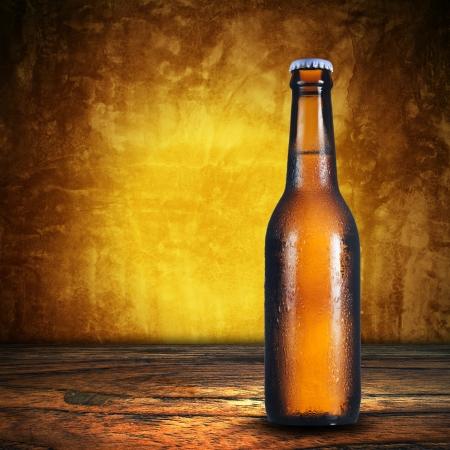 vasos de cerveza: botella de cerveza