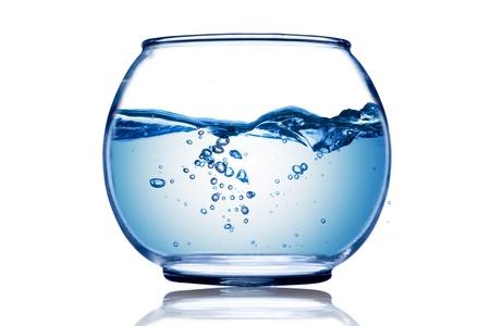 bol vide: Vague d'eau et des bulles d'eau dans le bocal � poissons Banque d'images