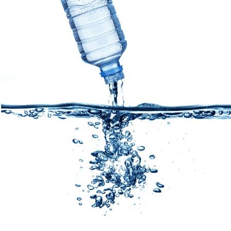 welling: Goccia d'acqua dalla bottiglia d'acqua a bollire acqua formano