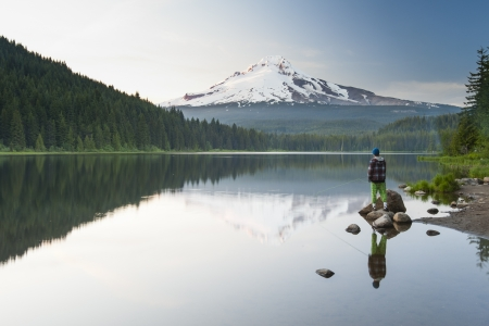 The volcano mountain Mt  Hood, in Oregon, USA  At sunset with reflection on the water of the Trillium lake Stock Photo - 20582885