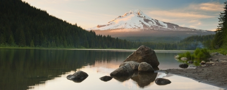 mount hood national forest: The volcano mountain Mt  Hood, in Oregon, USA  At sunset with reflection on the water of the Trillium lake