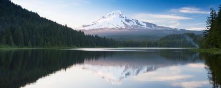 The volcano mountain Mt  Hood, in Oregon, USA  At sunset with reflection on the water of the Trillium lake  Stock Photo - 21123335