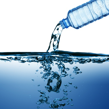welling: Water pouring from water bottle