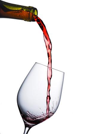 wine pouring: Wine versando in vetro