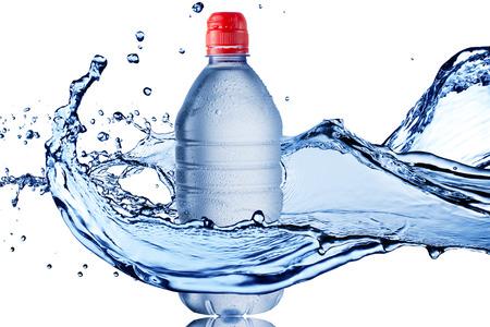 Water Splash auf Wasserflasche Standard-Bild - 25590698
