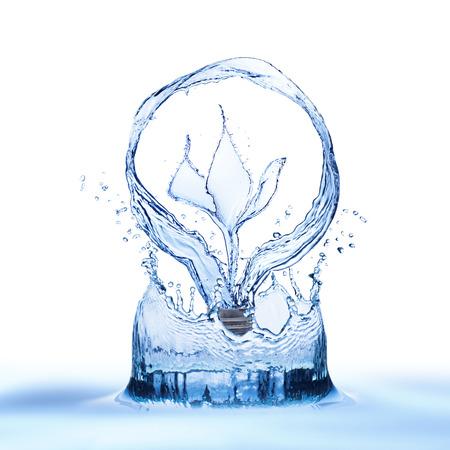 vasos de agua: Bombilla de Slash agua en el agua salpicaduras Foto de archivo