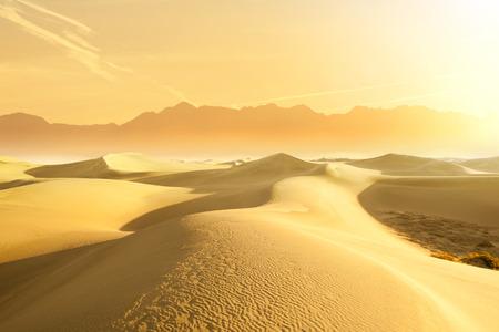 desierto del sahara: Dunas de arena del desierto