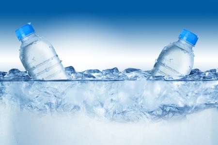 cubos de hielo: Botella de cerveza fr�a