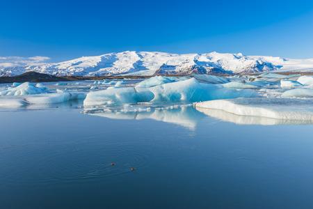 Jokulsarlon jest duże jezioro polodowcowe w południowo-wschodniej Islandii