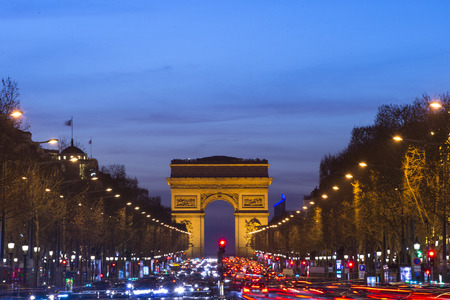Arco del Triunfo, París. Francia. A la puesta del sol Foto de archivo - 37890365