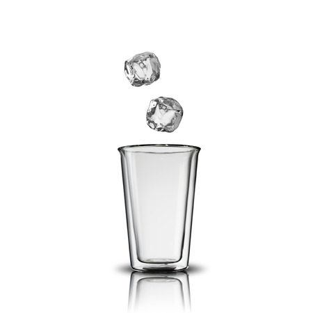 welling: Glass of Ice Cubes