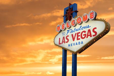 Willkommen nach fabelhaftes Las Vegas-Leuchtreklame Standard-Bild - 41091477