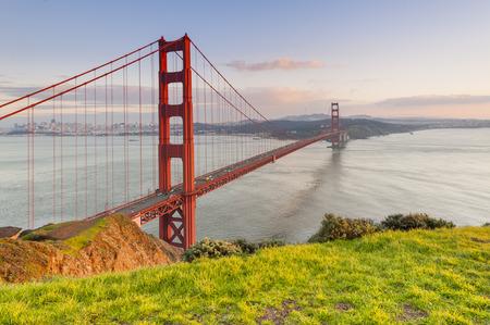 verjas: Golden Gate Bridge en San Francisco, California, EE.UU.  Foto de archivo