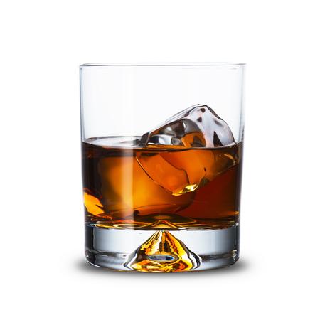 botella de whisky: Vaso de whisky en la roca Foto de archivo