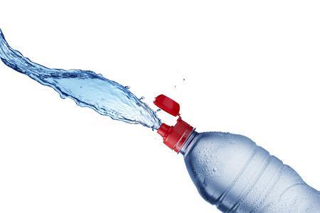 agua splash: Chapoteo del agua de la botella de agua Foto de archivo