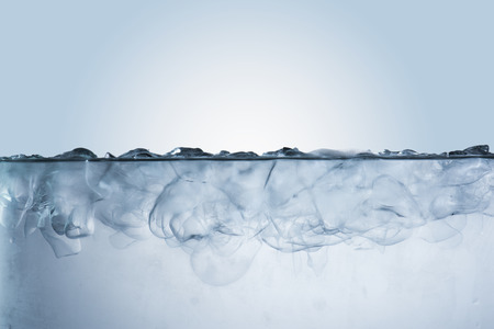Ice Cubes in Cold Water Standard-Bild