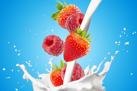 latte fresco: Varie bacche, fragole, lamponi e rientrano nel latte Splash