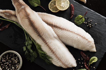 Fish Preparation for Dinner Meal 版權商用圖片 - 107919177