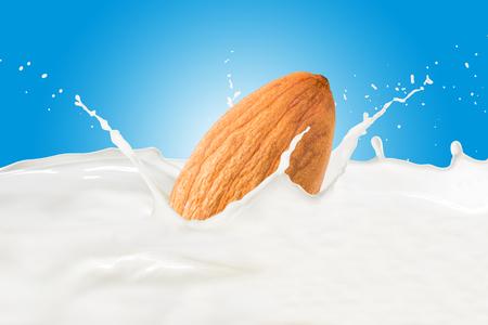 Almond With Milk Splash Standard-Bild