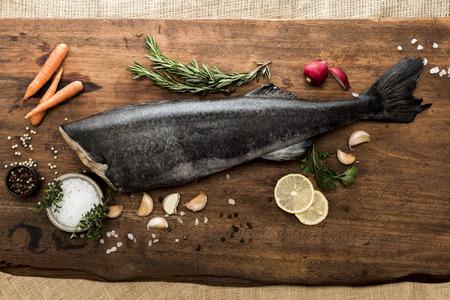 Fish Preparation for Dinner Meal 版權商用圖片 - 107909151