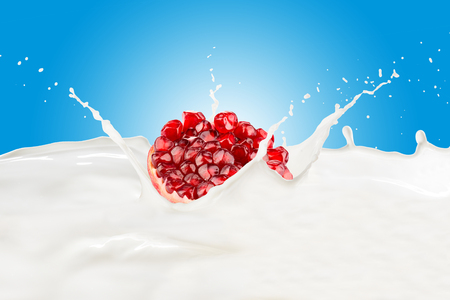 Fresh Pomegranate With Milk Splash 版權商用圖片 - 107919210