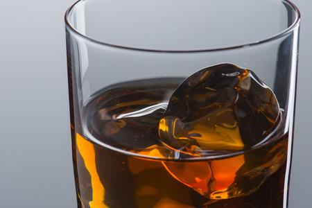 Close up of Whiskey on The Rock 版權商用圖片 - 107909274