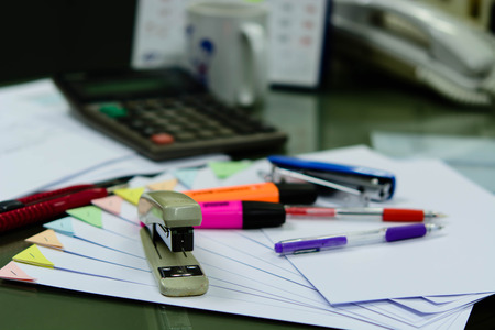 overfilled: A desk full of papers placed the disorder, is putting things on the table that is not a bad deal