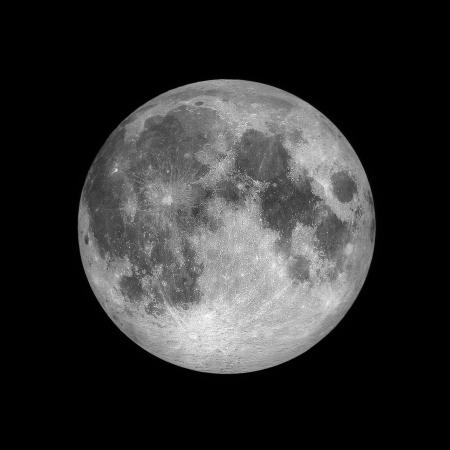 Close-up van Volle maan op een donkere nacht hemel, zwarte ruimte, zwarte achtergrond Stockfoto